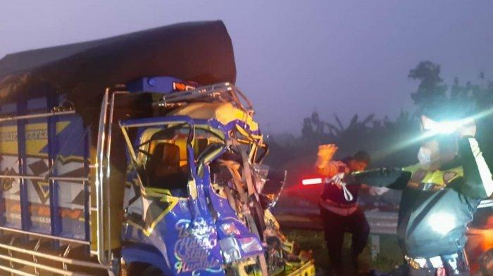 Truk Colt Diesel Tabrak Bodi Belakang Tronton di Tol Ngawi-Solo, Satu Orang Tewas