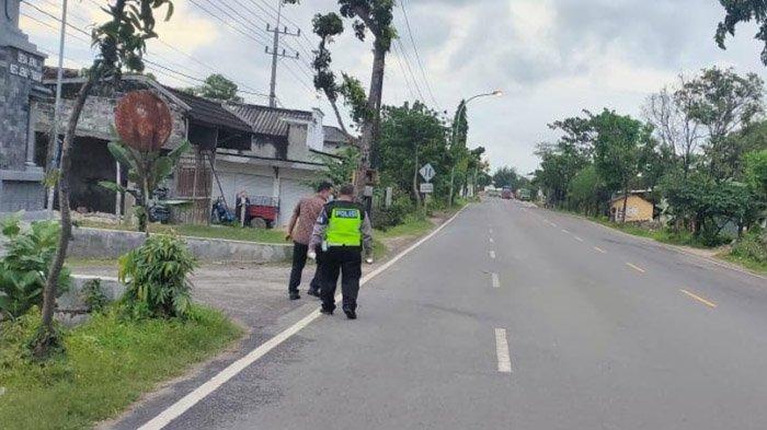 Mobil Avanza di Tuban Dihantam Motor Saat Keluar Gang, Dua Orang Luka-luka