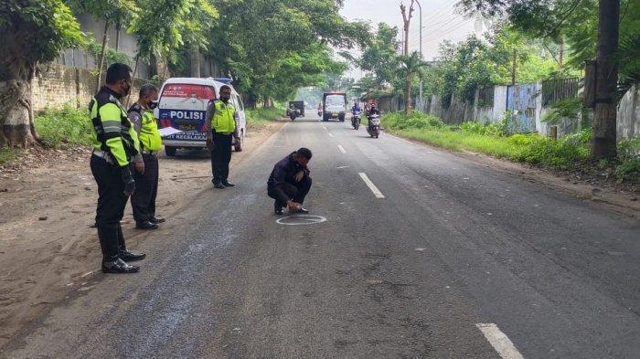 1 Tewas 4 Luka-luka Setelah Mobil Pengangkut Uang ATM Tabrak Sepeda Motor di Tuban