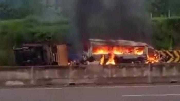 Kecelakaan Elf Vs Truk di Tol Madiun-Nganjuk, Tiga Orang Tewas Terbakar dalam Mobil