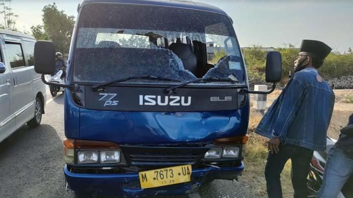 Naik Motor Hendak ke Rumah Kerabat, Warga Sampang Tewas Diseruduk Minibus