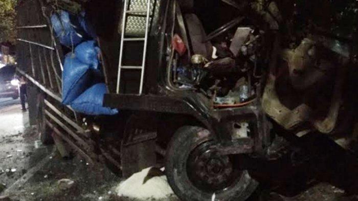 Rem Blong, Truk Garam Seruduk Motor dan Pohon di Tepi Jalan Kota Batu, Seorang Pemotor Patah Tulang