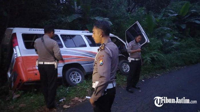 Minibus Rombongan Pelajar SMA Terperosok di Hutan Semeru, Sopir: Jalan Turun, Direm Gak Bisa