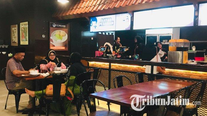 Kedai Bakso Boedjangan cabagng kelima hadir di Jalan A Yani Surabaya, Minggu (5/5/2019).