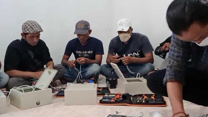 Melalui Panel Surya, Institut Teknologi Telkom Surabaya Terangi Desa Ngeni Blitar