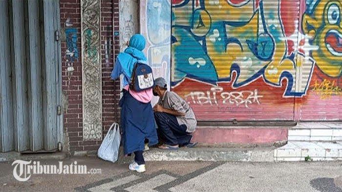 Coretan Vandalisme di Kawasan Kayutangan Kota Malang Dibersihkan Lewat Gerakan Koin Satus Repes