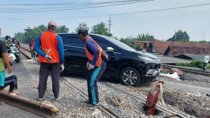 Ada Perbaikan Perlintasan Rel Kereta Api, Kendaraan Jalur Madiun-Surabaya Diminta Waspada