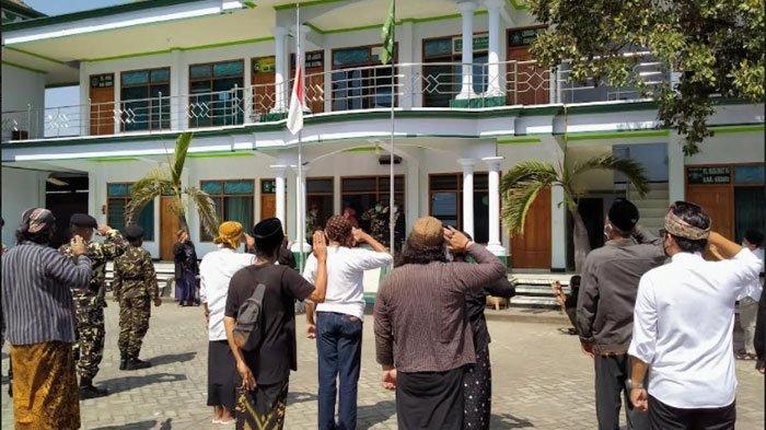 Lesbumi Kabupaten Kediri Gelar Upacara Bendera Setengah Tiang