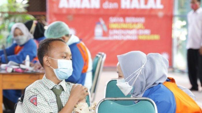 Jelang Pembelajaran Tatap Muka Siswa SMP di Kediri Antusias Mengikuti Vaksinasi
