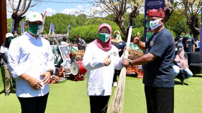 Kemenparekraf Gelar Gerakan BISA dan Kampanye Pakai Masker di Pantai Pulau Santen Banyuwangi
