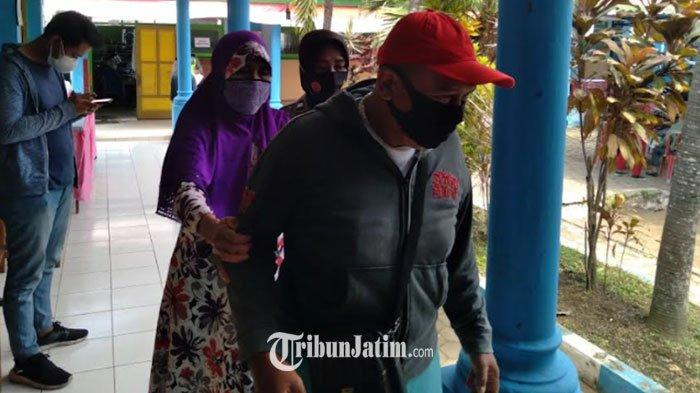 Semangat Pasangan Lansia di Kabupaten Malang ikuti Vaksinasi, Saling Tuntun dan Ingin Hidup Sehat