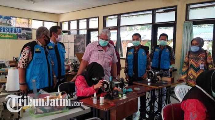 Kompaknya Bina Daksa dan Bina Rungu di Pasuruan Lawan Covid-19, Jahit Masker untuk Jawa Timur