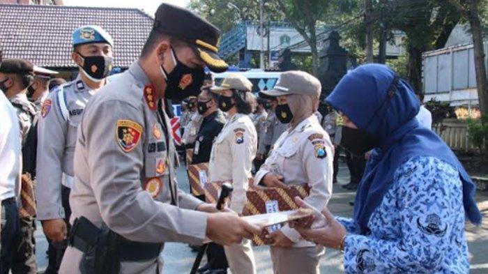 Aktif Jemput Pasien Covid-19, Kepala Puskesmas Janti Terima Penghargaan dari Polresta Malang Kota