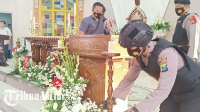 Jelang Natal 2020, Polisi Sterilisasi Sejumlah Gereja di Tuban, Barang Mencurigakan Dicek Detektor