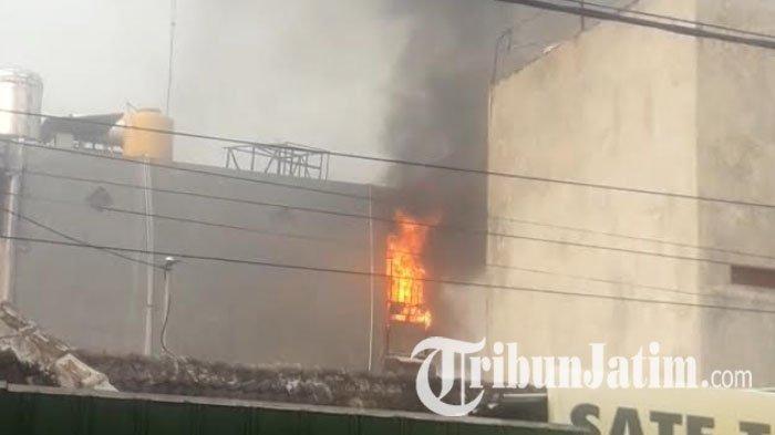 Diduga Ada Korsleting pada Genset, Konter Ponsel di Kota Kediri Ludes Terbakar, Kerugian Rp 50 Juta