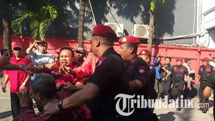 Ricuh Sosialisasi PAC se-Surabaya di DPD PDIP Jatim, Ada yang Diseret Keluar & Ketua PAC Memukul