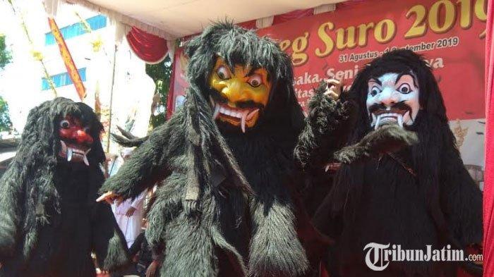 Pertunjukan Kesenian Dongkrek, Pengusir Wabah Penyakit Memukau Pengunjung Grebek Suro di Kediri