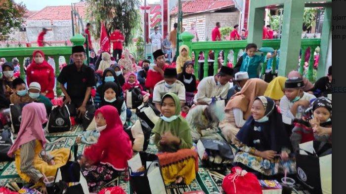 Berkah Ramadan, DPC PDIP Lamongan Berbagi Bersama Anak Yatim