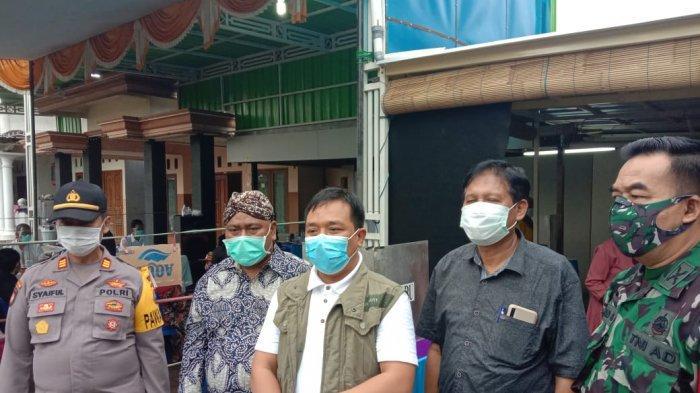 Ketua DPRD Gresik Tinjau Proses Pemungutan Suara di Tiga TPS