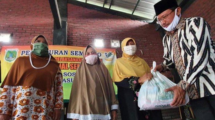 Peduli Dampak Covid-19, Mas Dion & Dinsos Berikan Langsung Bantuan Paket Sembako pada Warga Pasuruan