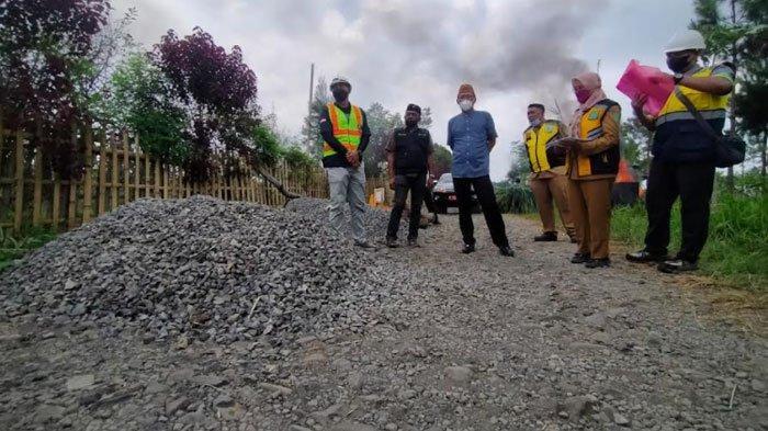 15 Tahun Jalan Penghubung Dua Kecamatan Rusak, Ketua DPRD Sidak Pastikan Proyek Terealisasikan