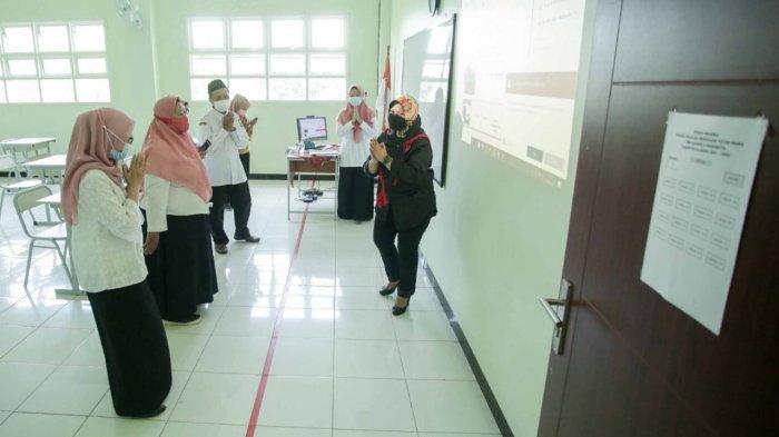 DPRD Surabaya Minta Pemkot Harus Kembalikan Biaya Seragam Siswa MBR yang Terlanjur Beli