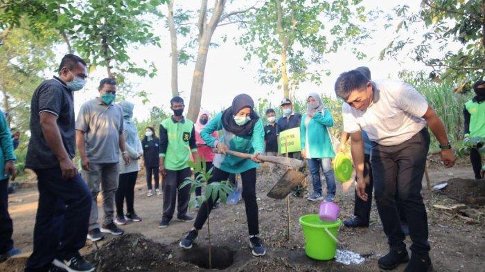 Aksi Tanam Ratusan Pohon di Kediri Menandai Peringatan Hari Lingkungan Hidup Sedunia