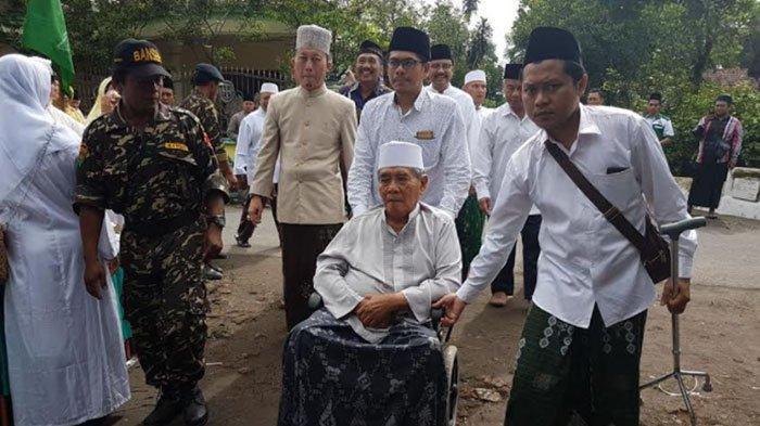 BREAKING NEWS - Ponpes Al Falah Ploso Berduka, KH Ahmad Zainuddin Djazuli Wafat