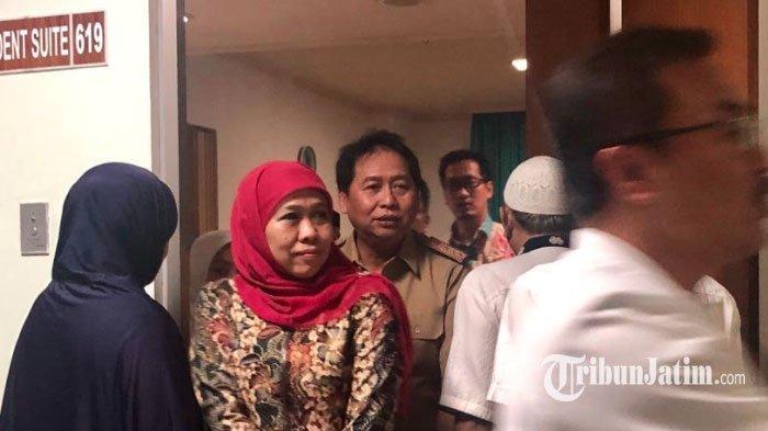 Khofifah Bacakan Yasin untuk Almarhum Fuad Amin, Sambil Menenangkan Istri Mantan Bupati Bangkalan