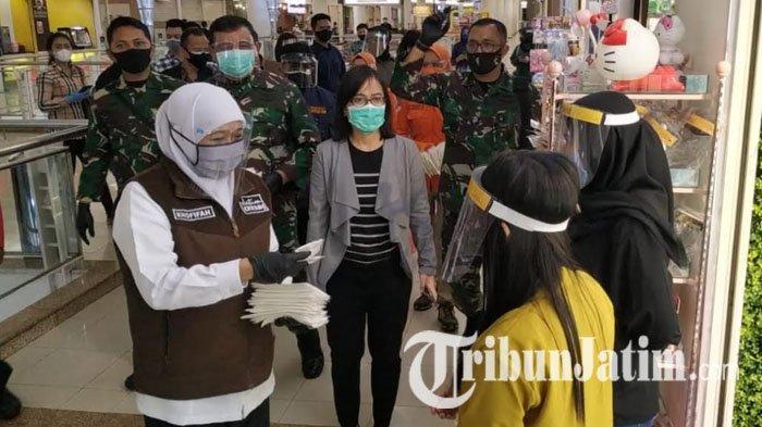 Pangkogabwilhan II dan Forkopimda Jatim Bagi-bagi Masker di Mall, Minta Patuhi Protokol Kesehatan