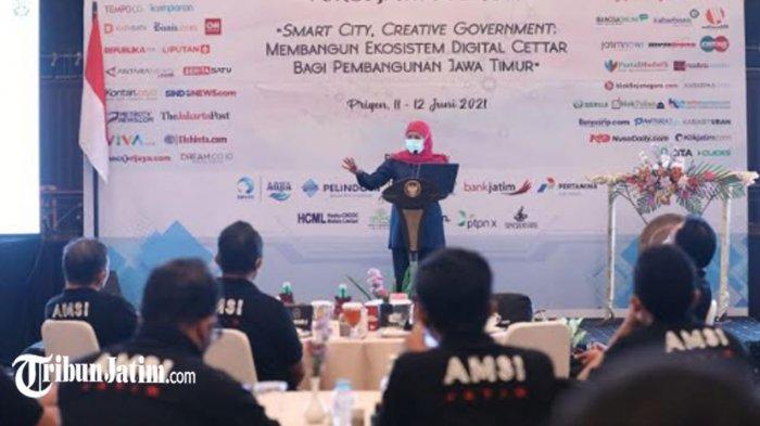 Hadiri Rakerwil AMSI Jawa Timur, Gubernur Khofifah Beber Jurus Transformasi Digital Genjot Investasi