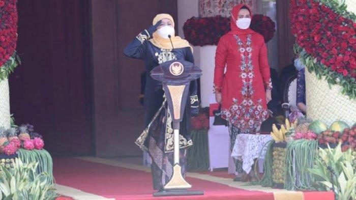 Gubernur Khofifah Kenakan Pakaian Majapahitan dalam Upacara HUT Jatim ke-76