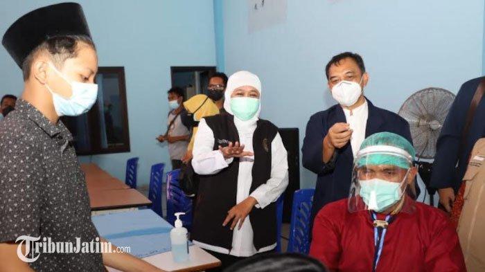 Kunjungi Ponpes Darul Ulum Jombang, Gubernur Khofifah Tinjau Vaksinasi untuk 1.000 Santri