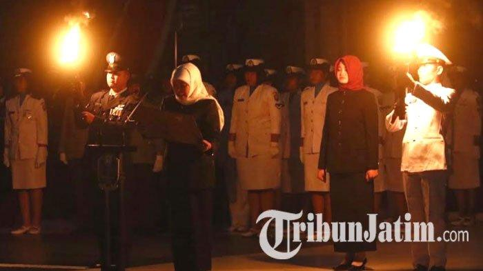 Pimpin Renungan Suci, Gubernur Khofifah Tekankan Pentingnya Generasi Millennial Resapi Jasa Pahlawan