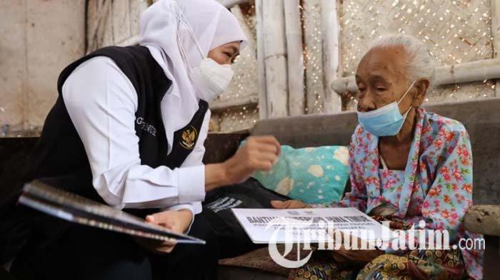Gubernur Khofifah Bantu Perbaikan Rumah Mbah Marsiya, Lansia Sebatang Kara di Jember
