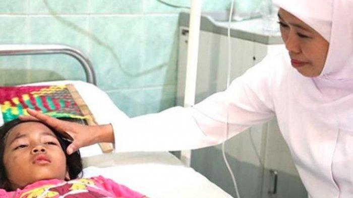 Khofifah Tengok Siswa SDN Gentong Pasca Ambruk, Kondisi Korban Berangsur Membaik Meski Masih Trauma