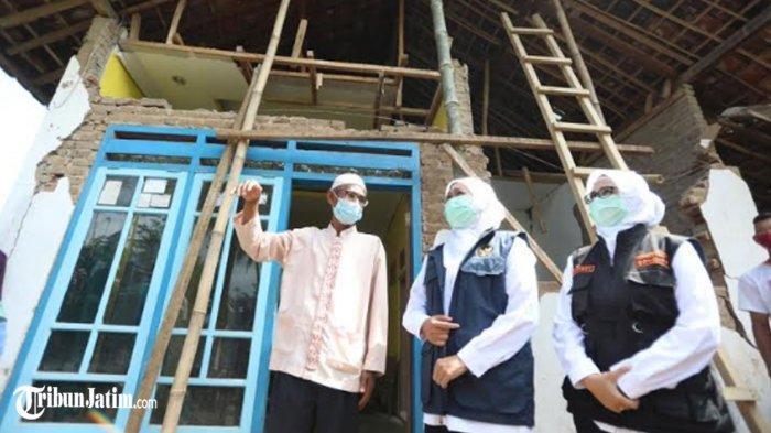 Tinjau Kerusakan Akibat Gempa di Blitar, Gubernur Khofifah Batasi Validasi Rumah Rusak dalam Sepekan