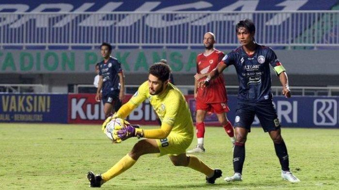 Tampil Impresif di Bawah Mistar Gawang, Jacksen F Tiago Puji Kualitas Kiper Arema FC Adilson Maringa