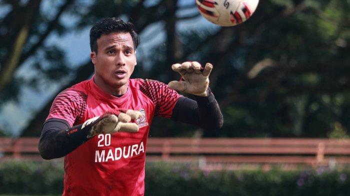 Pandangan Kiper Madura United Muhammad Ridho Soal Wacana Liga 1 2021 dengan Penonton