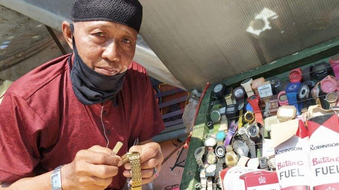 Berkarib Kebisingan Jalanan Wonokromo, Kisah Kakek 3 Cucu Selama 46 Tahun Tekuni Reparasi Jam Tangan