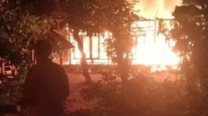 Ganasnya Kobaran Api Lahap Dua Rumah Warga di Situbondo, Diduga Akibat Kompor Gas