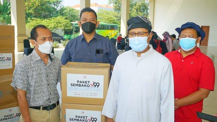 Gus Ipul Distribusikan Bantuan Paket Sembako dari Juragan 99