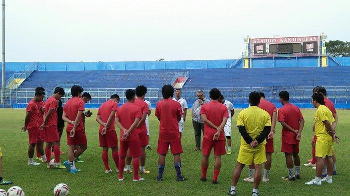 Gagal Gaet Alfredo Vera, Arema FC Kini Sudah Kantongi Satu Nama Kandidat Pelatih Baru