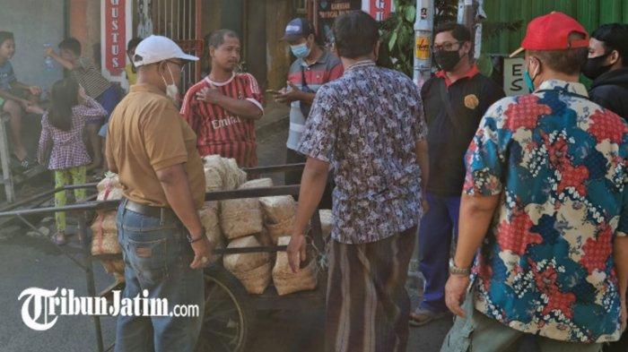 Sambut Idul Adha 2021, Akta Bhumi Distribusikan 3100 Besek untuk Warga Eks Lokalisasi Dolly Surabaya