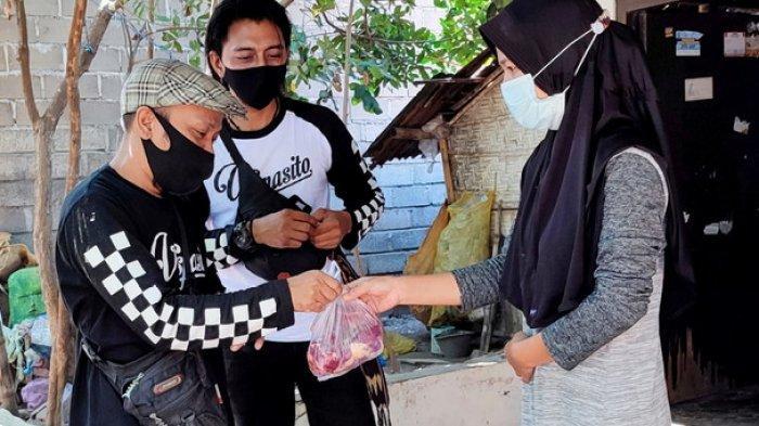 Berpartisipasi Bagikan Daging Kurban, Gabungan Komunitas di Situbondo ini Ikut Pecahkan Rekor MURI