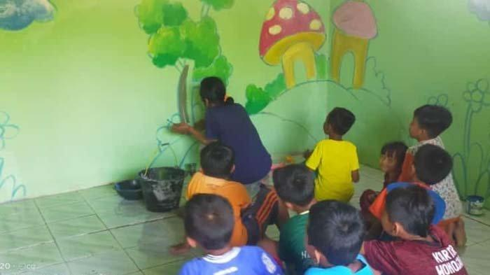 Gandeng Pegiat Seni, Komunitas Gresik Expresi Mengecat Ulang Gedung TPQ Darul Hikmah