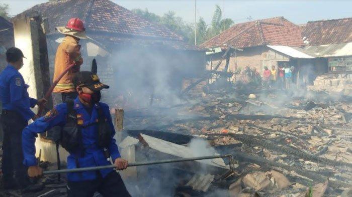 Si Jago Merah Lahap 2 Rumah Warga di Kedungpring Lamongan, Sisakan Puing Bangunan