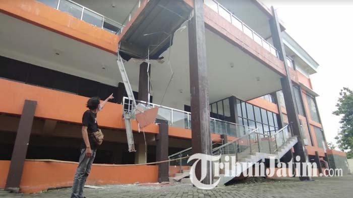 Lagi, Atap Plafon Mal Pelayanan Publik Graha Mojokerto Service City Ambrol, Pintu Lobi Utama Ditutup