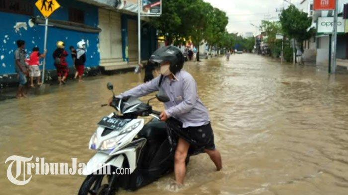 Sungai Kamoning Meluap, Wilayah Perkotaan Sampang Kembali Tergenang Banjir