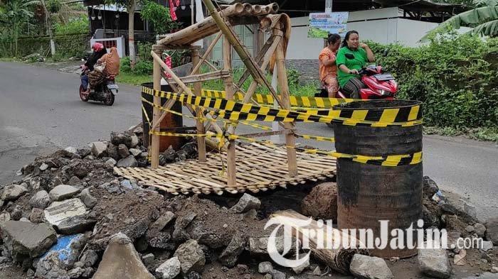 Jembatan Ngrebo Kota Blitar Jebol Bahayakan Pengendara, Dinas PUPR Mengecek ke Lokasi